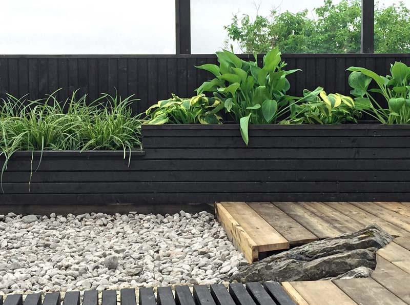 Vaste houten plantenbak