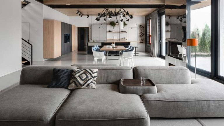 Modern strak interieur met knusse warme sfeer