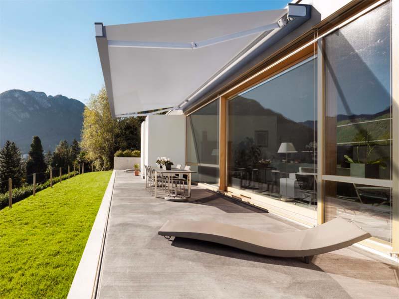 Het mooie QUBICA FLAT terrasscherm van KE Outdoor Design
