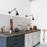Mooie donkere keuken