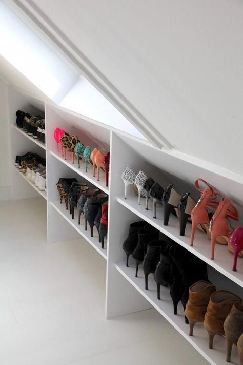 Open schoenenkast schuine wand zolder