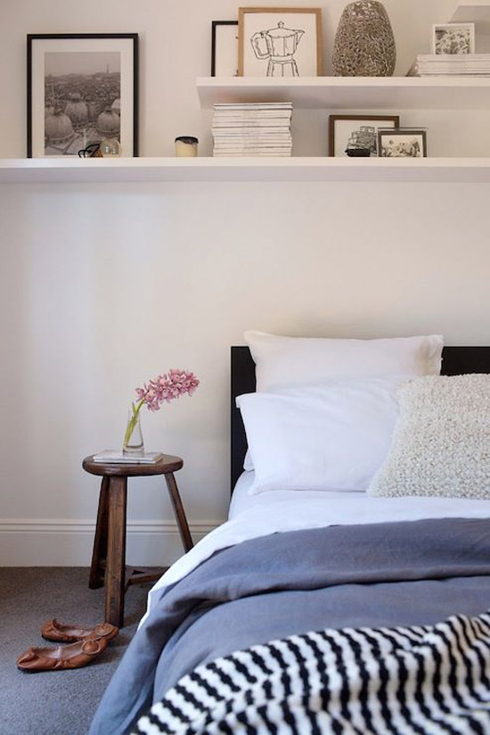 Plank boven het bed