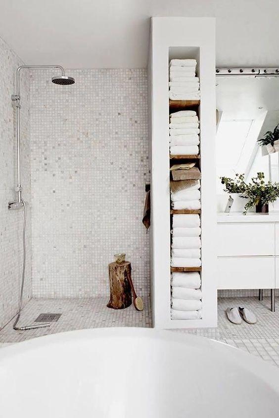Planken handdoeken badkamer