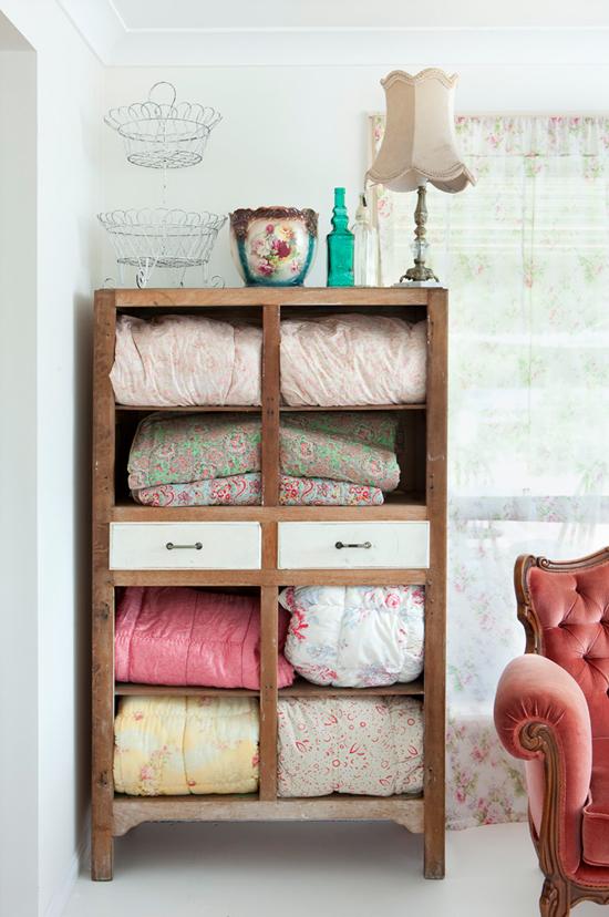 Retro slaapkamer meubels : Bloemige slaapkamer inrichting van Sandy ...