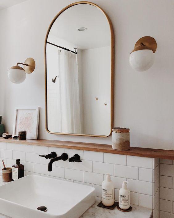 Smalle wandplank badkamer