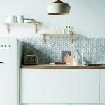 Speelse tegels met marmeren effect in de keuken!