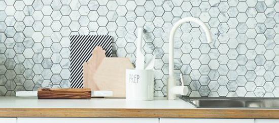 Speelse tegels met marmeren effect in e keuken