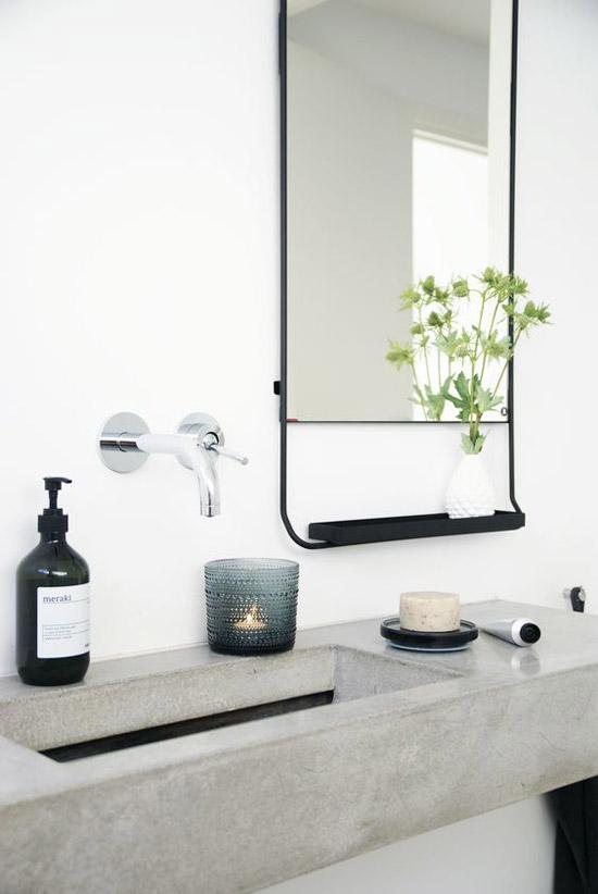 spiegel in de badkamer wooninspiratie. Black Bedroom Furniture Sets. Home Design Ideas
