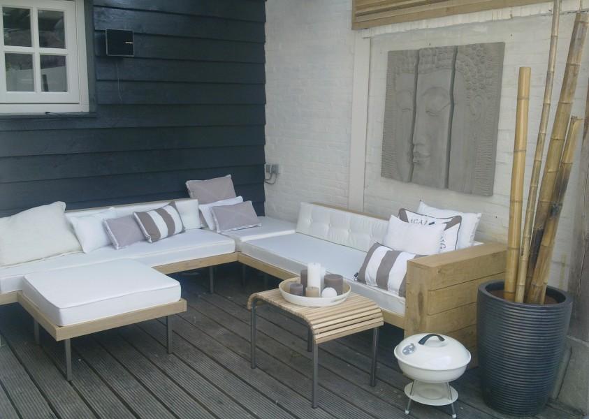 Steigerhouten loungebank tuin