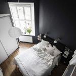 Stoere Scandinavische slaapkamer met zwarte muren