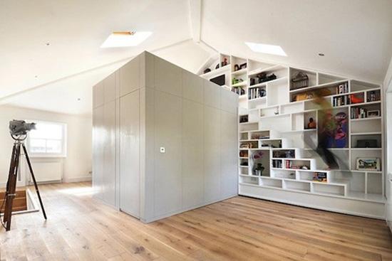 Een kleine loft met grote opbergruimtes wooninspiratie - Klein interieur ruimte ...