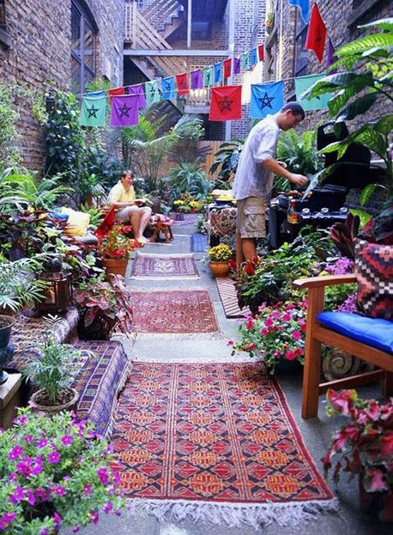 Tuin met een hippie uitstraling