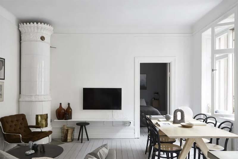 tv ophangen aan muur boven plank