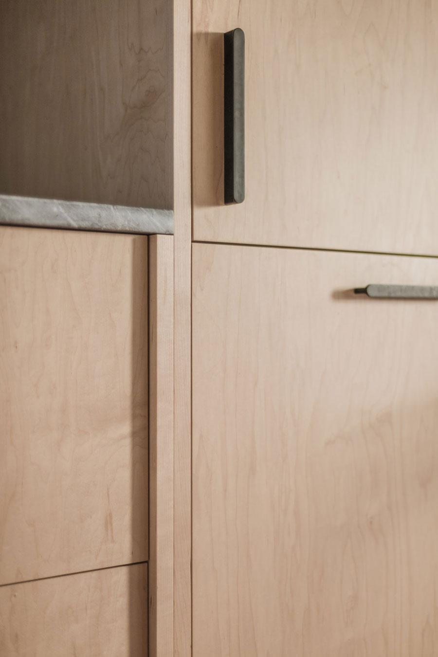 Van smalle gesloten keuken naar lichte open keuken!