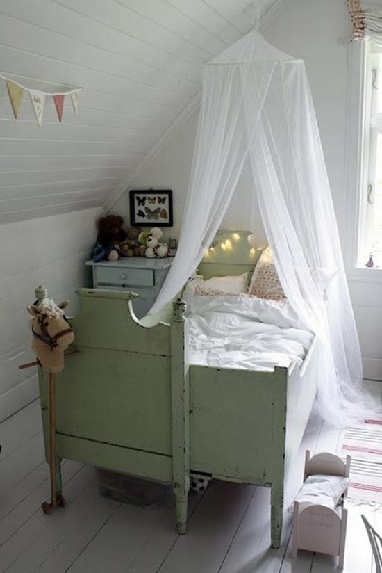 Kinderkamer met vintage kinderbed : Wooninspiratie
