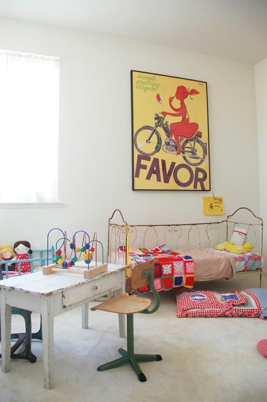 kinderkamer met vintage kinderbed | wooninspiratie, Deco ideeën