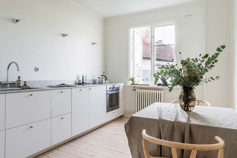 witte keuken gestuukte keuken achterwand