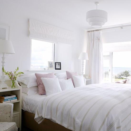 gebruik zoveel mogelijk wit-tinten in de slaapkamer