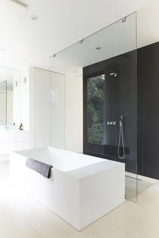 ... wat jullie van een minimalistische zwart witte badkamer vinden