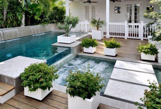 opblaas zwembad en glijbaan leuk tuin